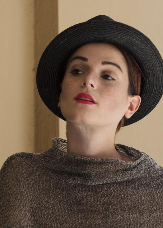 Ritratto-di-donna-con-cappello-nero