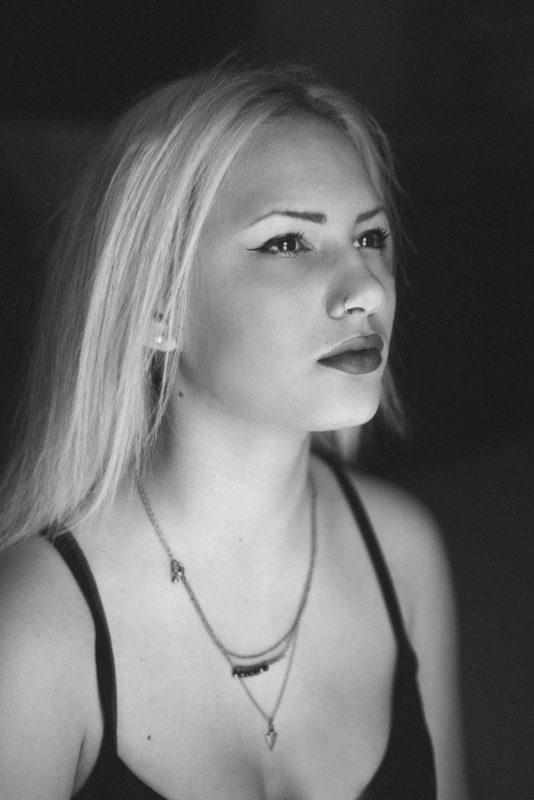 ritratto-bianco-e-nero-ragazza