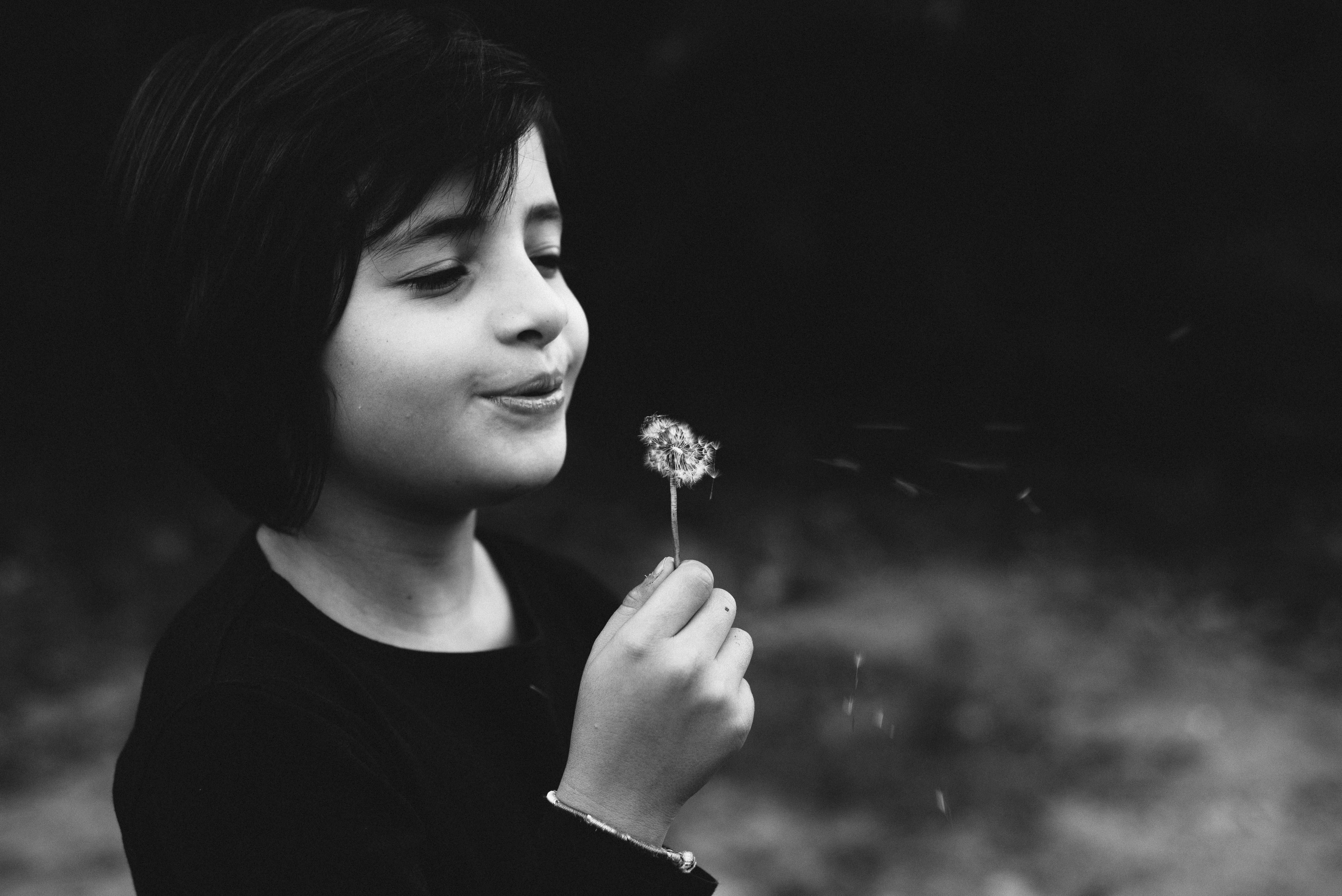 ritratto-bambina-con-fiore